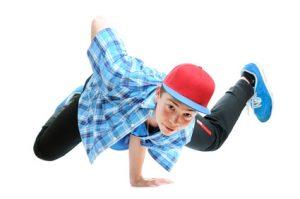 Breakdancer trägt Jogginghose